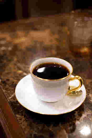 サイフォン式を用いたコーヒーはすっきりと飲みやすく、大変香りが高いです。「珈琲貴族」という店名が相応しい、上品で気品高いコーヒーが楽しめますよ。
