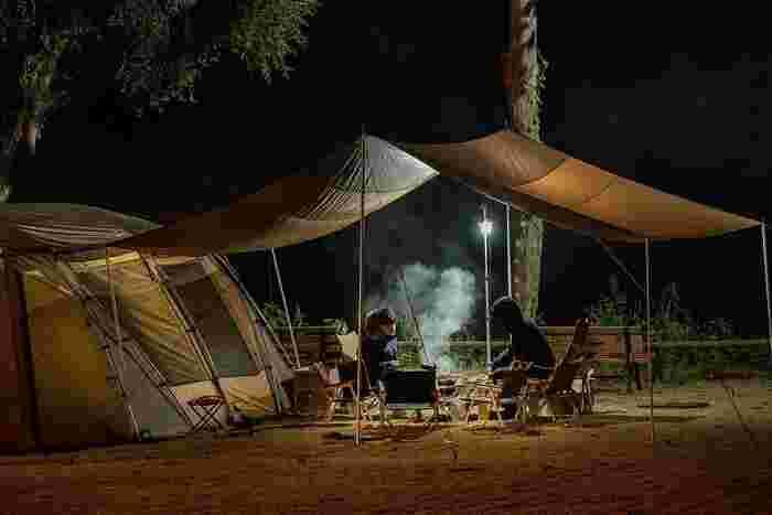 夜まで野外で過ごすことって滅多にないですよね。夜までゆっくりと語らえる時間もキャンプならではですし、大切な人と夜空を眺める瞬間は掛け替えのない時間となるはず。