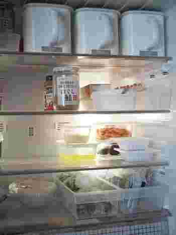 半透明なので何が入っているか分かりやすく、サイドにすき間があるため冷気をしっかりと循環させることができる、まさに冷蔵庫内に最適な計算し尽くされたケースかも。