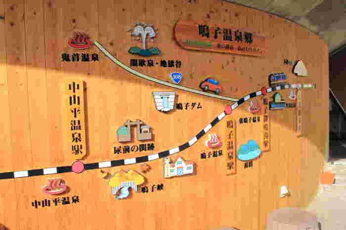 仙台から山形県の新庄を結ぶ、リゾート列車「リゾートみのり」。運航日は限定されていますが、快適な電車に揺られて辿りつくのが【鳴子温泉郷】です。源泉の数はなんと400本近く。9種類の泉質のお湯を5箇所の温泉地をめぐって楽しむことができますよ。