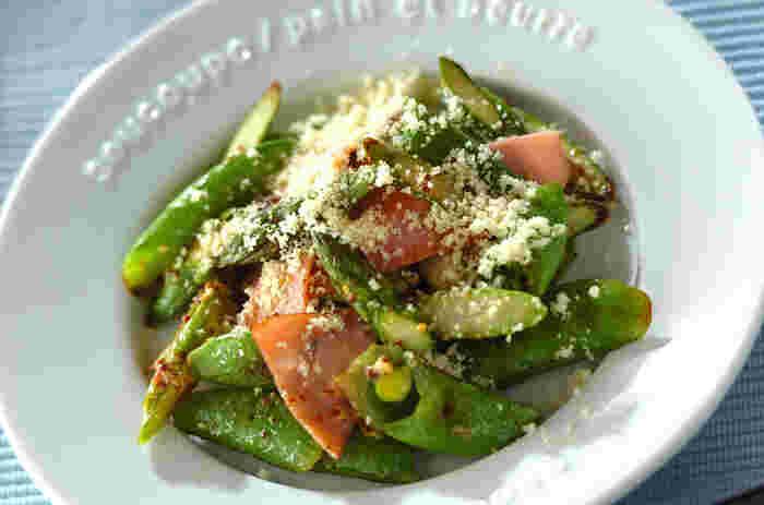 グリーンアスパラとスナップエンドウの緑色が鮮やかな一品。ハーブソルトで香りと風味をプラス!