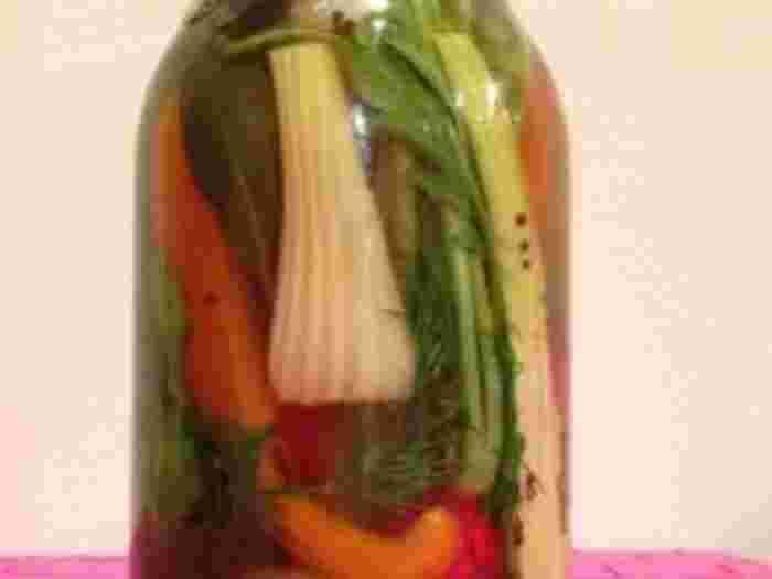 干し野菜をピクルス液につけてピクルスにしてしまえば更に保存できるのでお勧めですよ。
