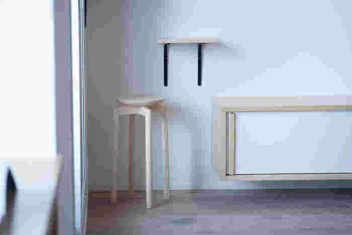 「匠工芸」と「SUU(スー)」がコラボレーションして作った、木のマッシュルームスツールです。脚の長いタイプと短いタイプの2種類が用意されているので、使う場所や用途によって使い分けられるのが魅力です。椅子として、ステップとして、置台として……様々な活用方法が楽しめます♪
