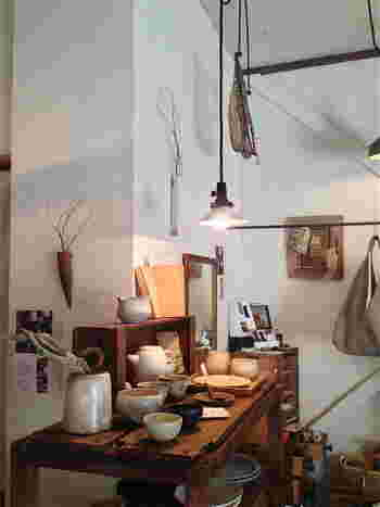 木と根では作家さんの器や木工製品などの素敵な雑貨も販売されています。