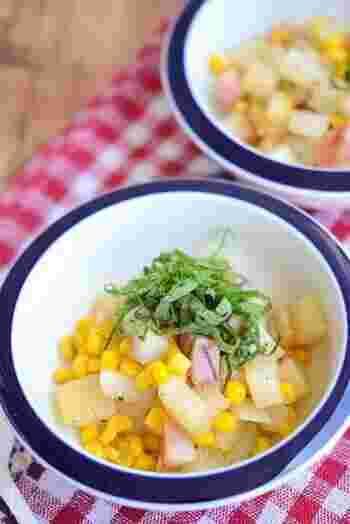 長芋のもちもち食感と、バター醤油の香りと風味が相性ぴったり。大葉を乗せてさっぱり感もプラス♪
