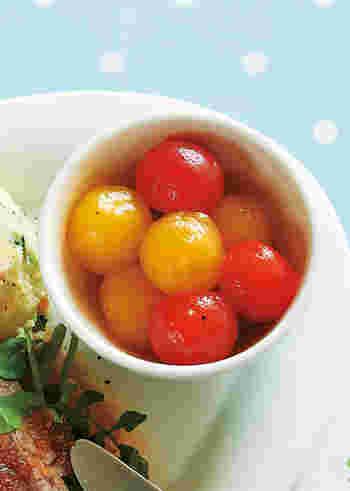 まるで宝石みたい!黄色いプチトマトも使ってカラフルに。湯むきしてあるので、ピカピカなんです。お味ははちみつにニンニクとレモン汁。甘くてコクがあるのにさっぱりしています。メインディッシュにそっと添えると食卓が華やかに。