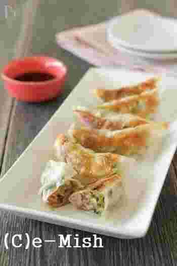 野菜と酵素玄米がたっぷりの「酵素玄米餃子」。酵素玄米を使用し食べ応えがあるので、夕飯にも加えたい一品です。玄米酵素は、たかきびでも代用できますよ◎