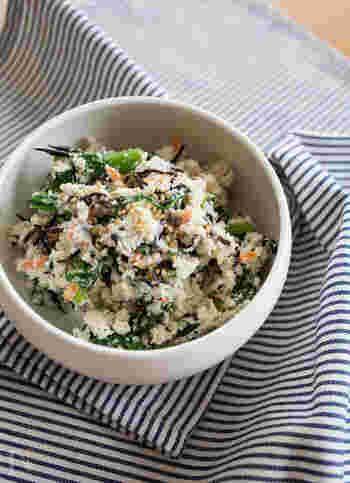 練りゴマのドレッシングを使うことで、菜の花の苦味を、まろやかに仕立てたおからサラダです。菜の花の苦味がちょうどよいアクセントになっています。ひじきも一緒に混ぜれば、カルシウムもしっかり摂取◎。体が喜ぶ副菜になりますね。