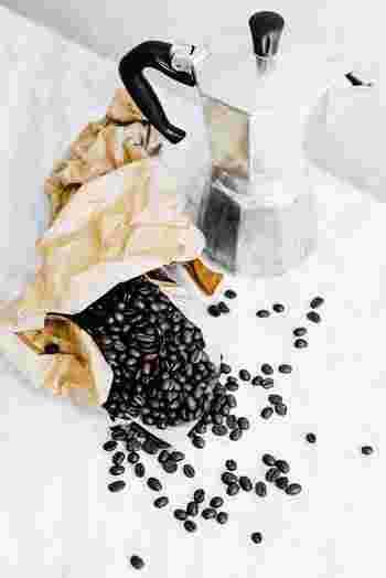コーヒー豆の焙煎度合いも購入する時の参考にしましょう。酸味や苦味のバランスを考えて、浅炒りや深炒りなどから選びます。わからなければ、コーヒー専門店の店員さんに聞いてみましょう。きっと豆について詳しくなれますよ♪