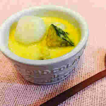 """アジア料理のお店では、""""ぜんざい""""として出されることもあるスイーツ。コクのある甘さが好きな方は、生クリームを加えても◎"""