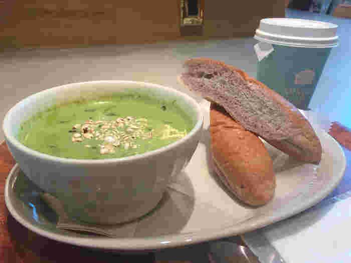 東北産の野菜や果物を使ったホットサンドやスープなど、こだわりのモーニングをいただくことができますよ。