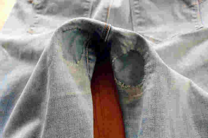ジーンズにはジーンズ生地を。目立たなくて済みますね。穴をふさぎたい場所によっても、どんな生地を使うか変わってきそうです。