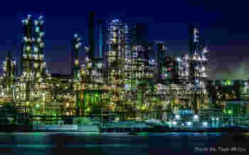 夜ならではの光景を探しに行くのも素敵な夜活です。工場や都心部の煌めく光を眺めていると、不思議な高揚感を感じます。