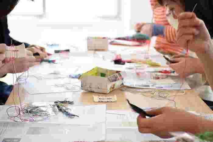 基本からマスターしたいという方は、刺繍教室に通うのもいいですね。先生がいれば、わからないところをすぐ教えてもらえますし、共通のお友だちもできそう。