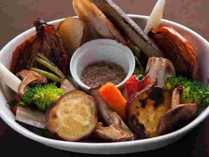 ソルビバの魅力はカフェだけでなくダイニング併設されていることです。契約した農家から直接仕入れられた鮮度抜群の野菜をふんだんに使った「野菜のロースト」はイチオシメニューのひとつです。