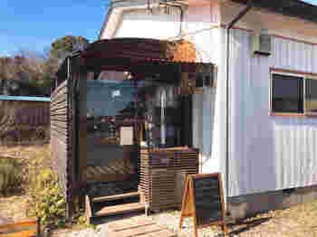 つくば市内の住宅街にある「季節の酵母パン punch(パンチ)」は、一軒家をリノベーションしたご夫婦で営む小さなパン屋さんですが、開店前から行列ができることもある人気店です。