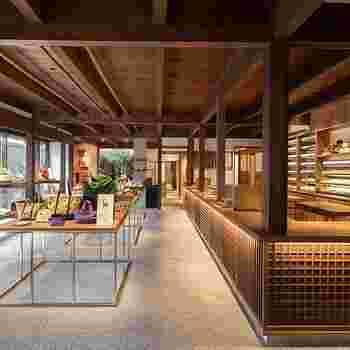 伝統工芸を中心に、日本のイイモノがセレクトされた中川政七商店。もちろんお茶も、上質なものが揃っています。