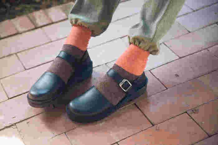 つま先が浅い・狭いはNG。ポインテッド・トゥも指を圧迫して疲れてしまいます。指の形に合うのは、つま先にゆとりがあるこんな靴。もしくは「スクエア・トゥ」を選びましょう。