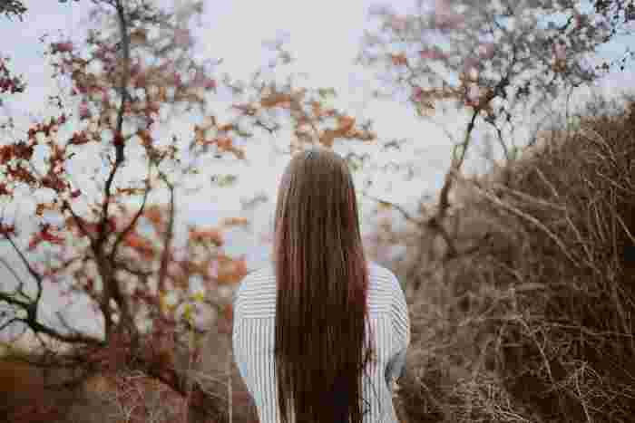 病気や事故で髪を失ってしまった18歳以下の子供たちのために、ヘアドネーション(髪の寄付)が行われています。「髪の毛の長さが31cm以上あること」や、「決められた美容院で切らないといけない」などの決まりはありますが、役立てることができるのは嬉しいですよね。