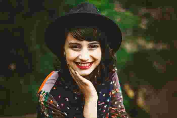 顔の筋肉を笑顔を作るように動かすことで、脳は今ハッピーだと思い込んでくれるのだそう。辛い時こそ笑顔を忘れずに♪