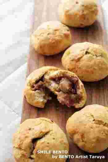 生地にも中身にも粒あんを加えて、ほんのり甘い&もっちりした食感を楽しめるスコーン。生麩を入れることで、味に深みを出しています。まるでクッキーみたいな和風スコーンです。