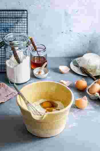材料はいたってシンプルです。約5枚分がこちら。  ・小麦粉:100g ・牛乳:200ml ・卵:1個 ・塩:ひとつまみ ・バター:10g ・サラダ油 or バター:適量