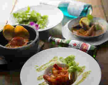 もちろん料理も本格的でおいしい♪トムヤムクンやナシゴレンなど、定番のエスニック料理を楽しんで。