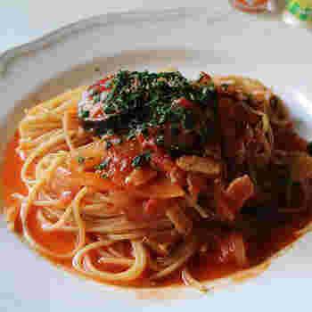 具材にポルチーニを使用することで、レストランみたいに香り高い本格的なスープパスタのできあがり♪ 玉ねぎをしっかりと炒めるのがポイントなのだそう◎ いつものトマトスープパスタをランクアップさせたい人におすすめです。