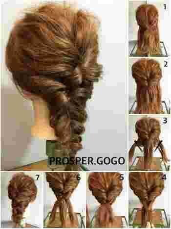 【アレンジ方法】  1. 耳上の髪をひとつに束ねてくるりんぱします。 2. 1の下になるように、もう一段同じように髪を束ねて再度くるりんぱします。 3. 残った髪でひとつの大きな三つ編みにして毛先まで編み込みます。 4. 毛先まで編みゴムで留めます。 5. 全体をほぐしたら完成です。