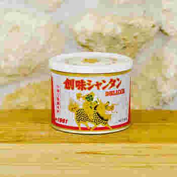 """中華の万能調味料といえば""""創味シャンタン""""がおすすめです。 中華料理屋さんでチャーハンや炒め物、スープなどを食べた時の奥深い味がこれ一つで再現できるんです。 またラーメンをお家で作るとき、この創味シャンタンをお湯に溶くだけで簡単にスープが作れます。塩味ベースなので、創味シャンタンを少し少なめにして味噌や醤油をプラスして味のバリエーションを広げることもできますよ!"""