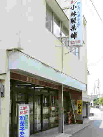豊野駅から徒歩3分の場所にある「小林製菓舗」はパンや和菓子を取り扱うお店。地元に愛される昔ながらのお店です。