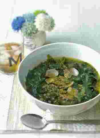 中華の締めはワカメとあさりをたっぷり使ったシンプルスープの「ミヨクック」をチョイス。ごま油の香りが食欲増進させてくれます。亜鉛や鉄分、タウリンやビタミンB12も豊富に含んだあさりの効果で疲れた胃腸にも優しい一品に仕上がります。食欲がない時はこのスープにご飯を入れて雑炊風にいただくのも良いと思います。
