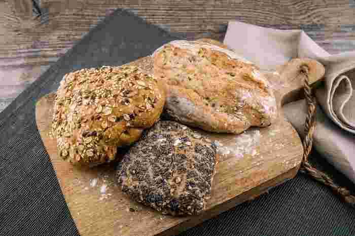 大豆粉を使ったパンや低糖質パン、血糖値が上がりにくいパンなら、毎日食べても安心ですね。ダイエット中の人も、健康に気をつけている人も、おいしいパンを選んで食べましょう。