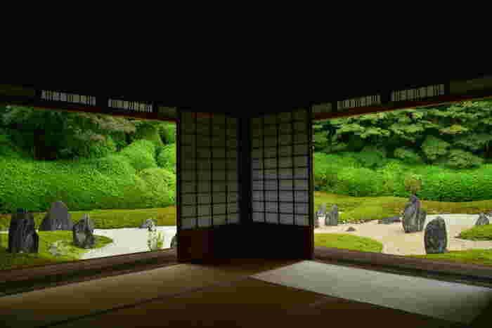 八相の庭以外にも、見所がたくさんあります。 こちらは東福寺塔頭・光明院の美しい庭。いつまでも眺めていたくなります。