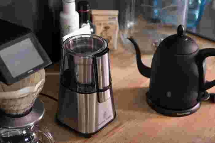 電動でもっとコンパクトなミルが欲しいならこちらはいかが?150Wハイパワーで素早くコーヒー豆を挽いてくれます。ステンレス製のスタイリッシュな外見もオシャレ。