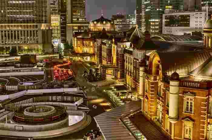 KITTEの6階の屋上庭園から見える東京駅舎のライトアップも見ごたえがあります。地上から見るのとはまた違った美しさがありますよね。