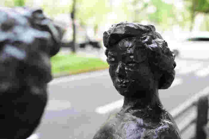 彫刻家、画家として名高い・高村光太郎ですが、妻・高村智恵子との生活、思い出をしたためた詩集「智恵子抄」などを刊行した詩人としても評価の高い人物です。