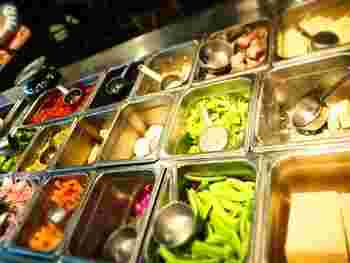 これだけの種類の野菜を目の前にすることもなかなかないですね。鮮やかで、きれいな野菜たちに感動です。