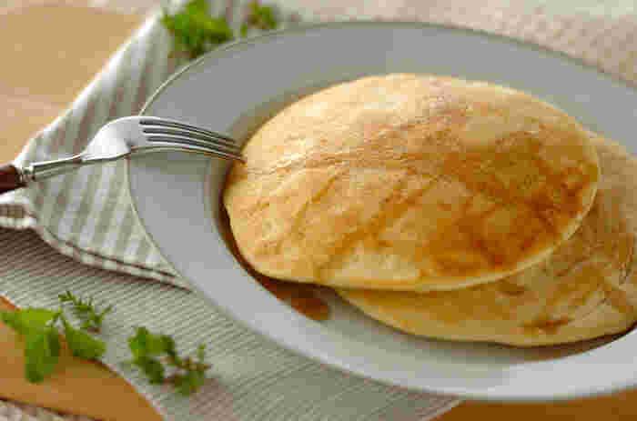 アーモンドミルクの風味が食欲をそそります。こちらもやはりあわ立てた卵白を入れて。材料をさっくり混ぜ合わせたあとの焼き具合についても細かく説明してくれているレシピです。