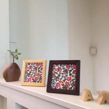 お部屋のインテリアや雑貨に、さりげなく沖縄スタイルを取り入れるのもおしゃれ。こちらは、沖縄伝統の模様染め「紅型」でブーゲンビリアをデザインしたもの。額にすることでセンス良く都会的な暮らしにもマッチしますね。