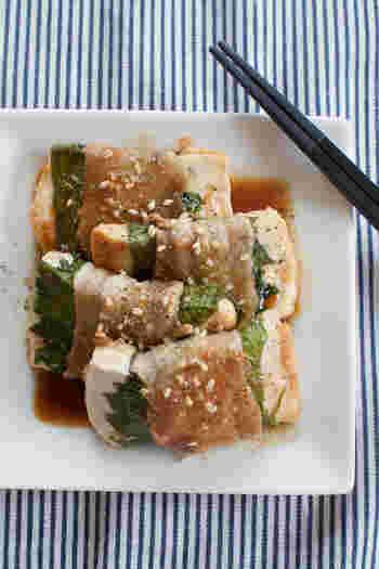 大葉・豚肉・甘ダレの最高のコンビに、木綿豆腐を投入。さっぱりとしながらもボリュームがあり、ごはんがすすみます。  豆腐のボリュームで満足感を感じやすいため、少量でお腹いっぱいになるのもメリットです。