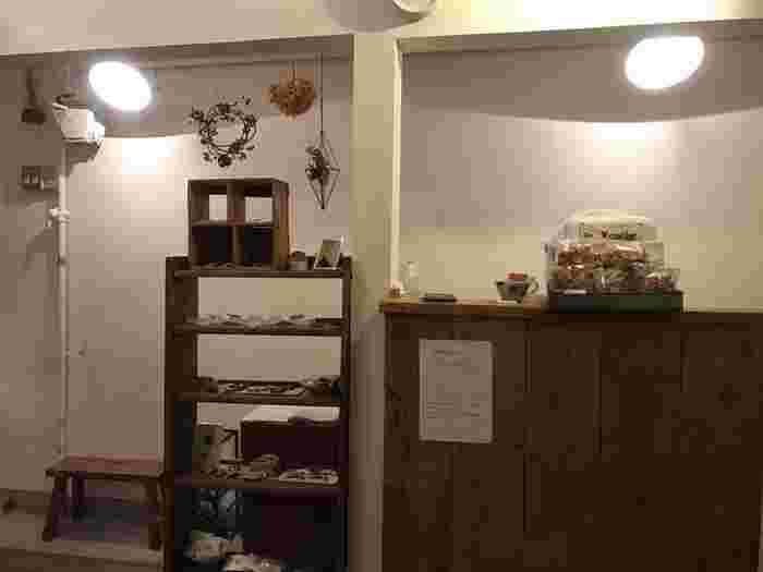 京都でおすすめのカフェ&喫茶店をご紹介しました。いかがでしたでしょうか。京都にはまだまだ紹介したりないくらい、たくさんの素敵なカフェ・喫茶店が立ち並んでいます。ぜひお気に入りのお店を見つけに、お出掛けしてみて下さいね。  ※お店の情報は記事作成時のものです。営業時間や定休日など、最新の情報はお店のHPなどをご確認ください。