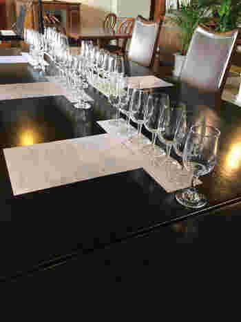 「甲州ワイン」や「グレイスワイン」についてより深く知ってからワインを味わいたいなら、テイスティングセミナーへの参加をおすすめします。ただ味を比べるだけでなく、それぞれのワインのバックグラウンドを知ると、味わい方も変わってくるものです。