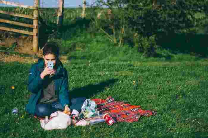 女友達と。 カフェでおしゃべりもいいですが、自然の中で心許せる友達と過ごしてみましょう。お弁当を持ち寄ればいつもより会話が弾みます。