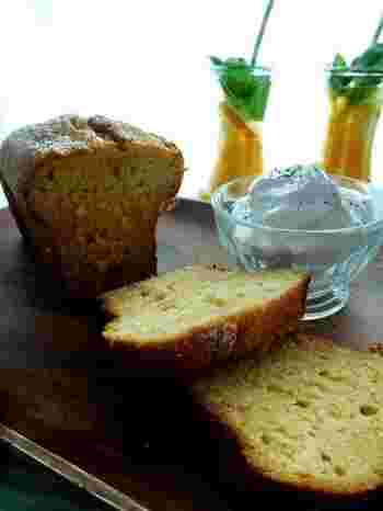 ハチミツと白ワインで煮た新生姜をたっぷり加えたパウンドケーキは、ピリッとした爽やかな風味が美味しい大人の味です。甘い物があまり得意ではない男性にもおすすめ。おもてなしや手土産のお菓子としても喜ばれそうですね。