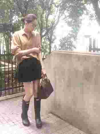 普段ショートパンツをあまり履かない人も、ロング丈のレインシューズに合わせれば足元を程よく隠してくれるので、チャレンジしやすいですよ。バランスも◎。