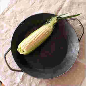 タークのグリルパンはとてもシンプル。波状の凹凸が無く、クラシカルなデザインが特徴です。