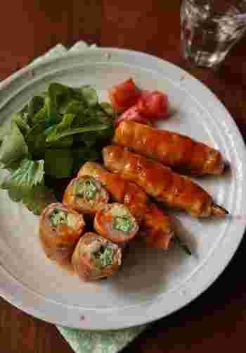 色とりどりの野菜を巻いた肉巻きは、可愛い切り口が特徴的!ボリューミーなのにヘルシーなのも嬉しいポイントです。しっかりめの味つけでお弁当にもおすすめですよ。