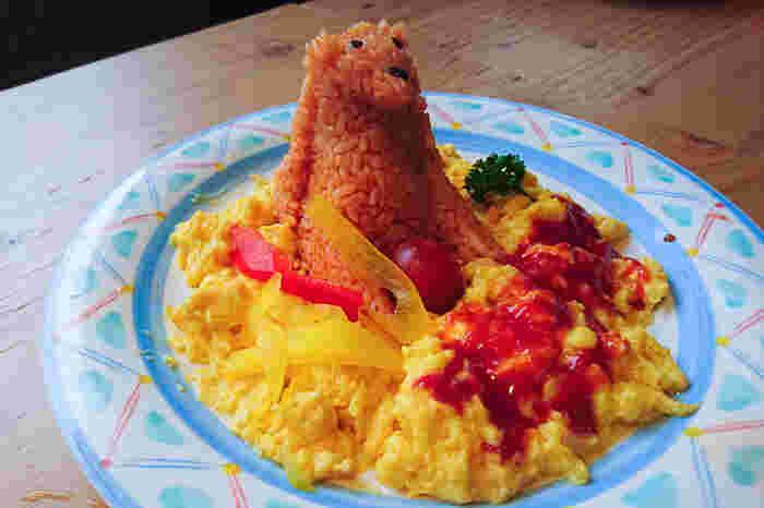 こちらは大阪にある天王寺動物園の「くまさんオムライス」。「しろくまカレー」も大人気です。動物園内での食事の時間も楽しくなりそうですよね♪ 手作りお弁当を持って行きたい場合には、事前に持ち込みOKか確認しましょう。