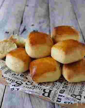 パヴェとは、フランス語で石畳という意味。その名の通り、石畳みたいなスクエア型の形がとってもキュート。ほんのり甘く、優しい味わいのミルクパンで、お食事にもおやつにもなります。